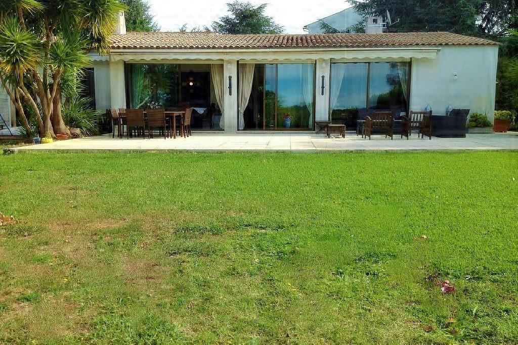 Domaine sécurisé des Hauts de Vaugrenier, proche de l'aéroport Nice Côte d'Azur, à 5 mn des plages, ...