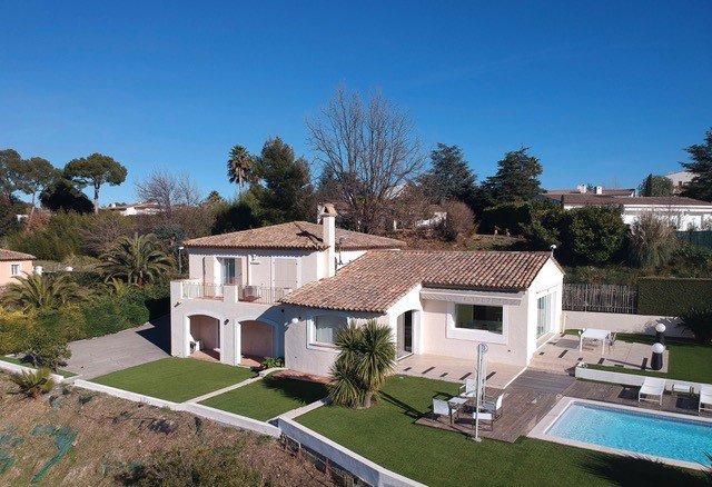 Magnifique villa contemporaine dans domaine sécurisé de180m2 exposée Sud-ouest sur 2 niveaux sur un ...