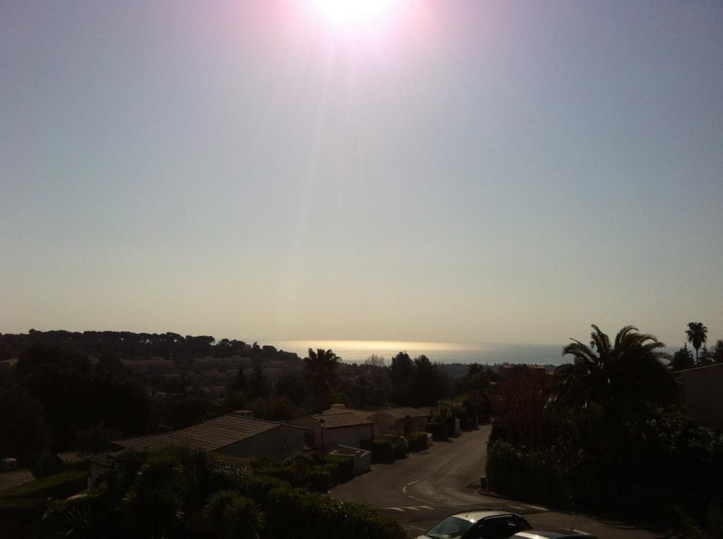 Joli 4 Pièces d?angle 102 M2  au calme avec terrasse  - Exposition Est  -Sud - Ouest - Vue mer ?  Hall ...
