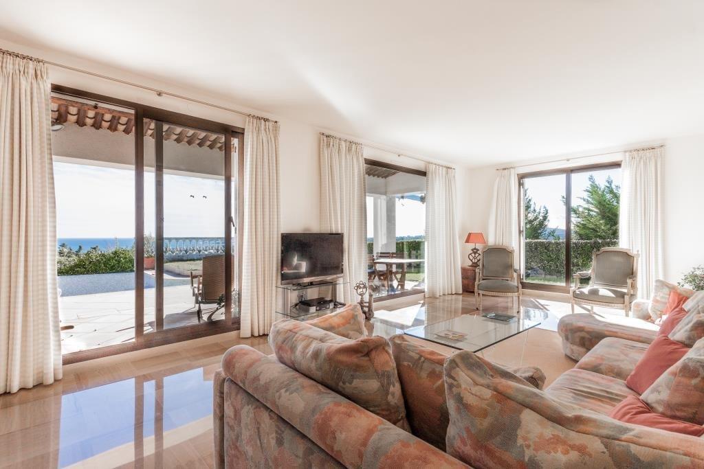 EXCLUSIVITE ! VUE  MER EPOUSTOUFLANTE  pour cette grande villa d'environ 150 m2 sur 2 niveaux, exposition ...