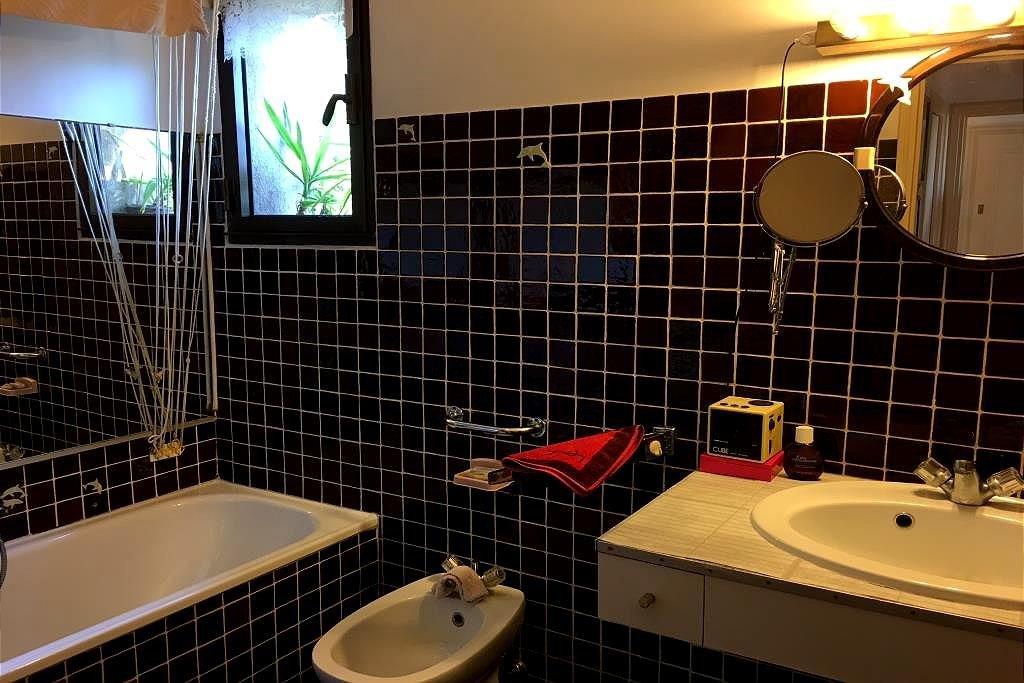 EXCLUSIVITE !  2 pièces 61 m2, au calme, exposé Sud. 1 hall d'entrée, 1 séjour ouvert sur terrasse, 1 cuisine ...