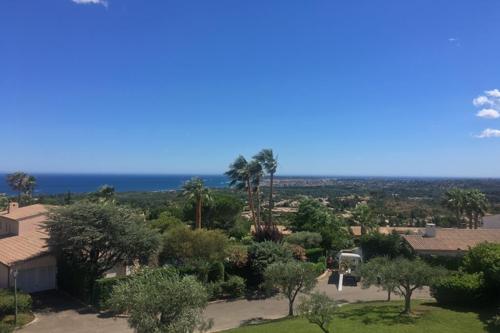 Vue mer panoramique sur le Cap d'antibes, exposition Sud, au calme, 4 pièces 102m2 d'angle Sud-Ouest, ...