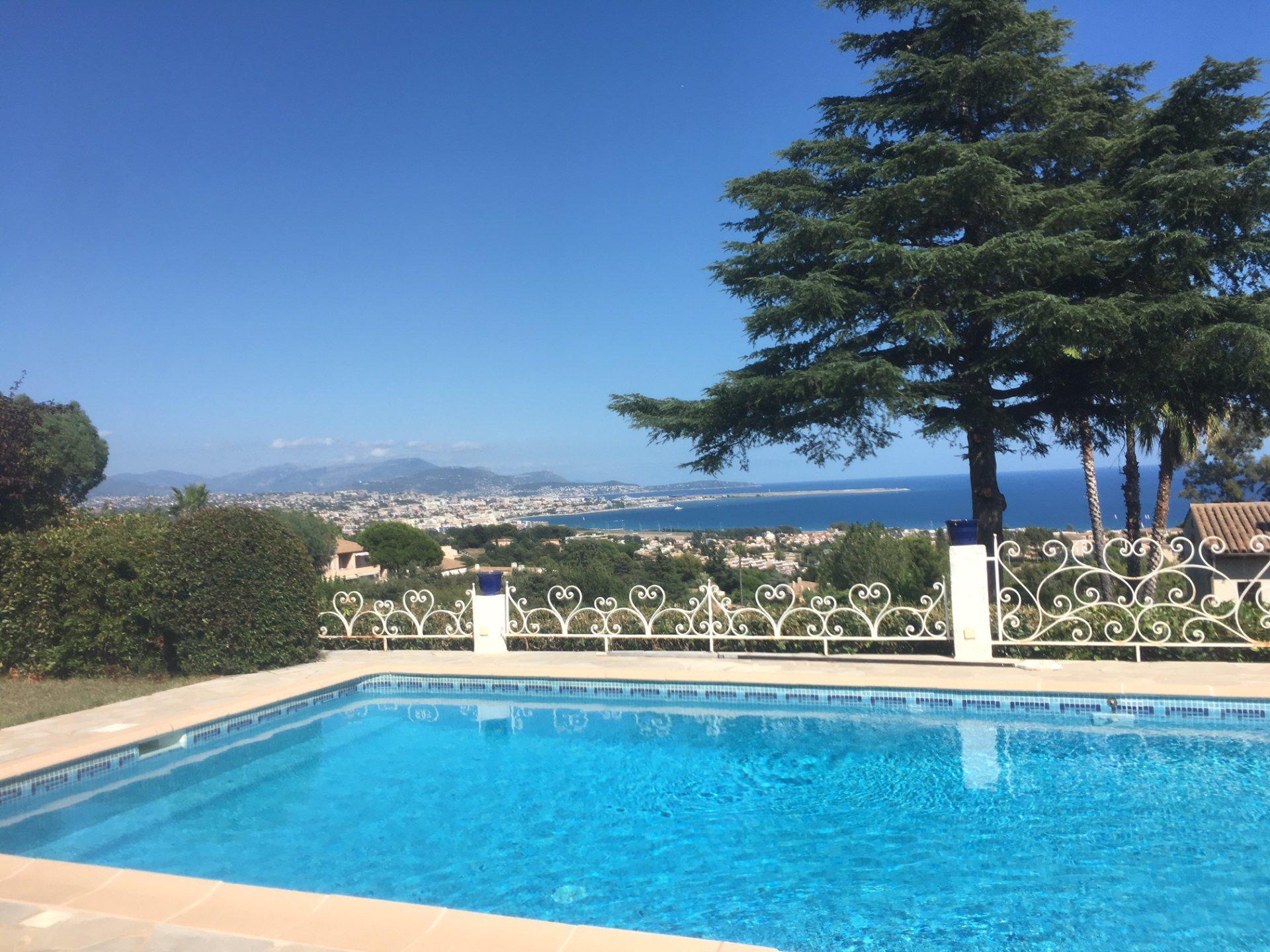 Villa individuelle sur 2 niveaux, vue mer panoramique, 5 pièces principales, 1 450 000