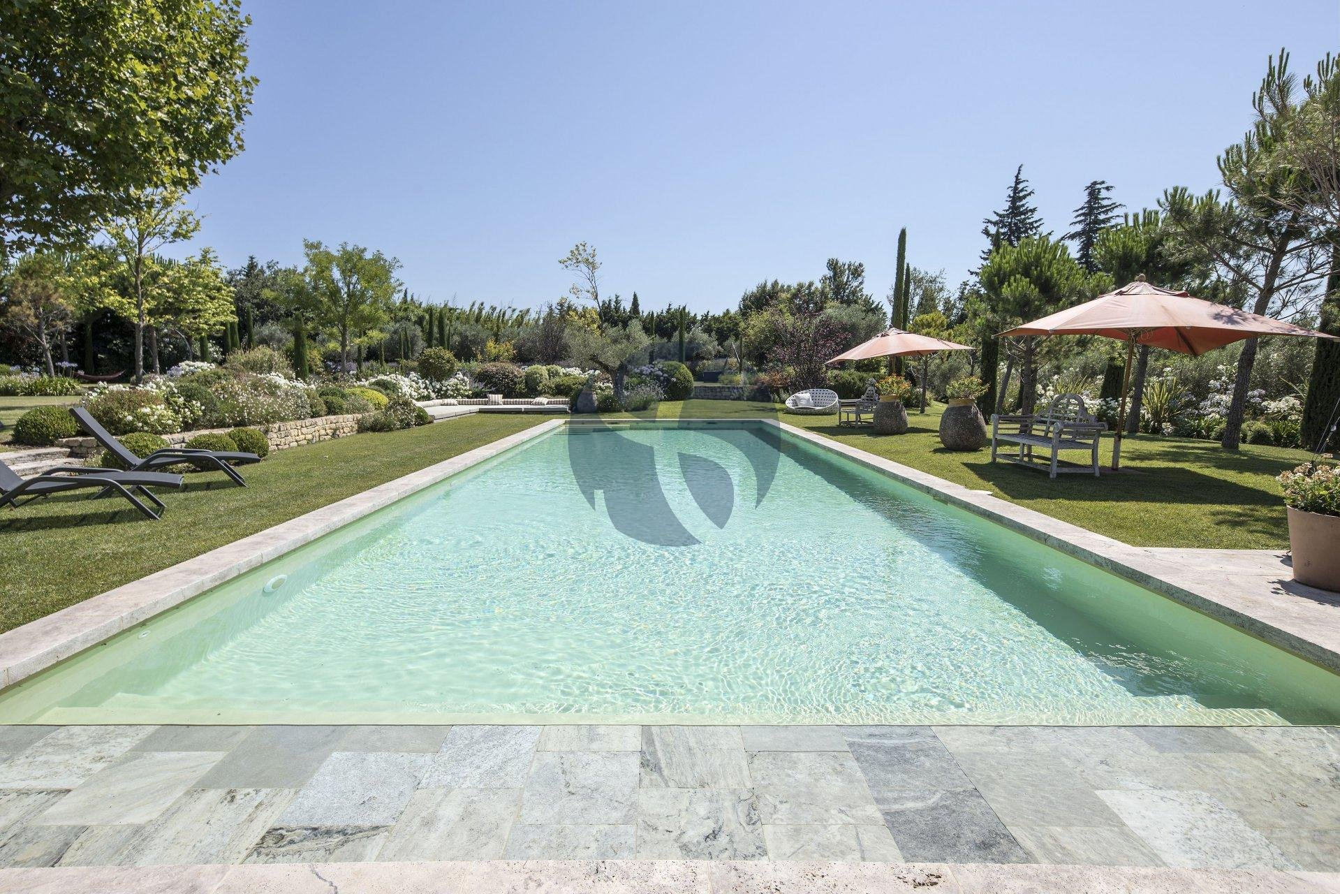 Luxury villa in Paradou