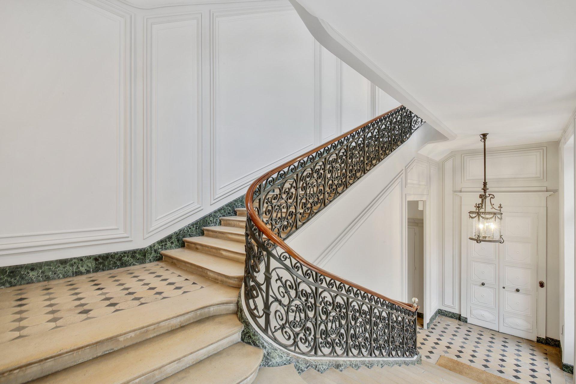 Paris 7th arrondissement - Saint-Germain-des-Prés - Magnificent duplex and separate contemporary loft inside a historic mansion -