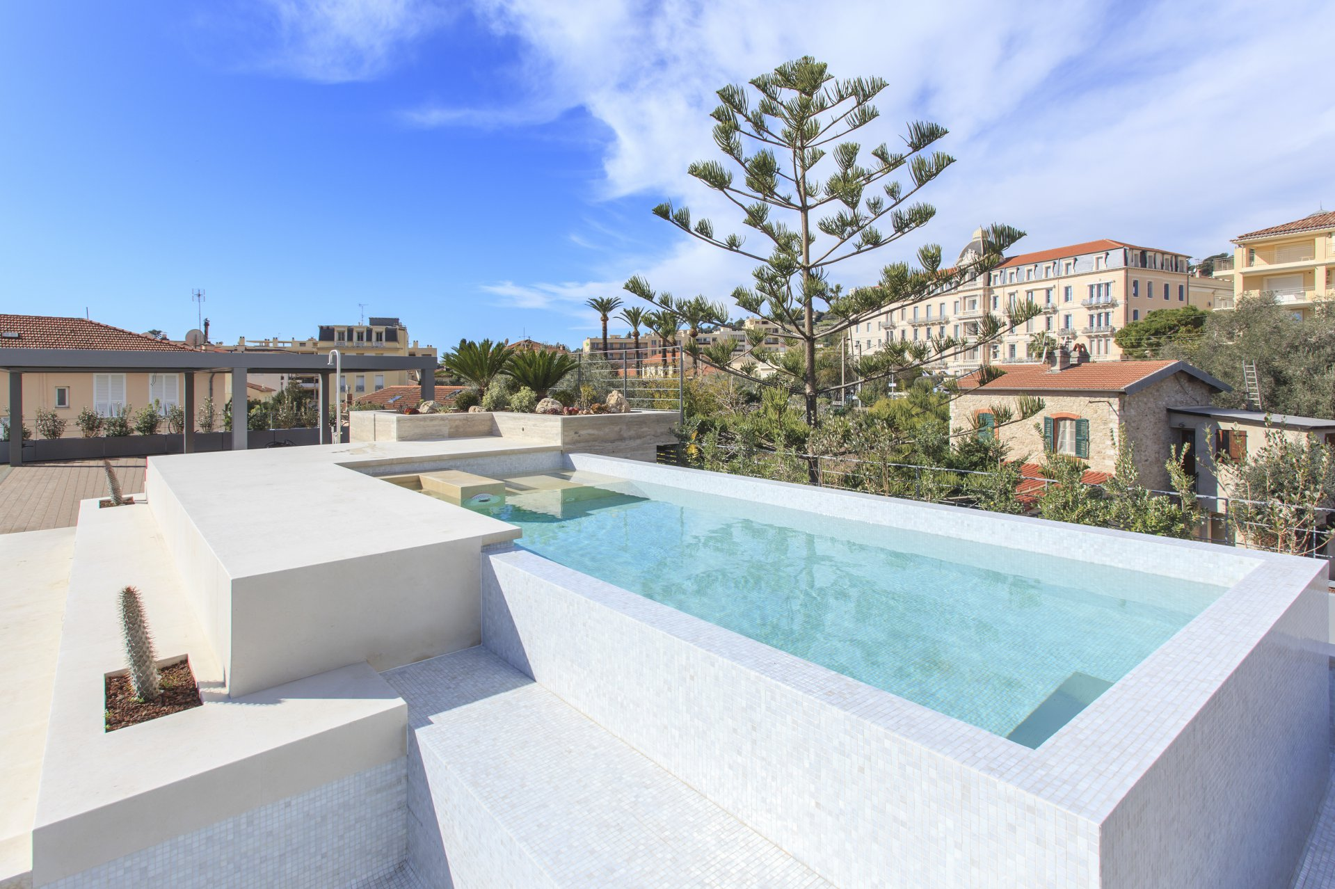 SALE APARTMENT TOP FLOOR BEAULIEU SUR MER