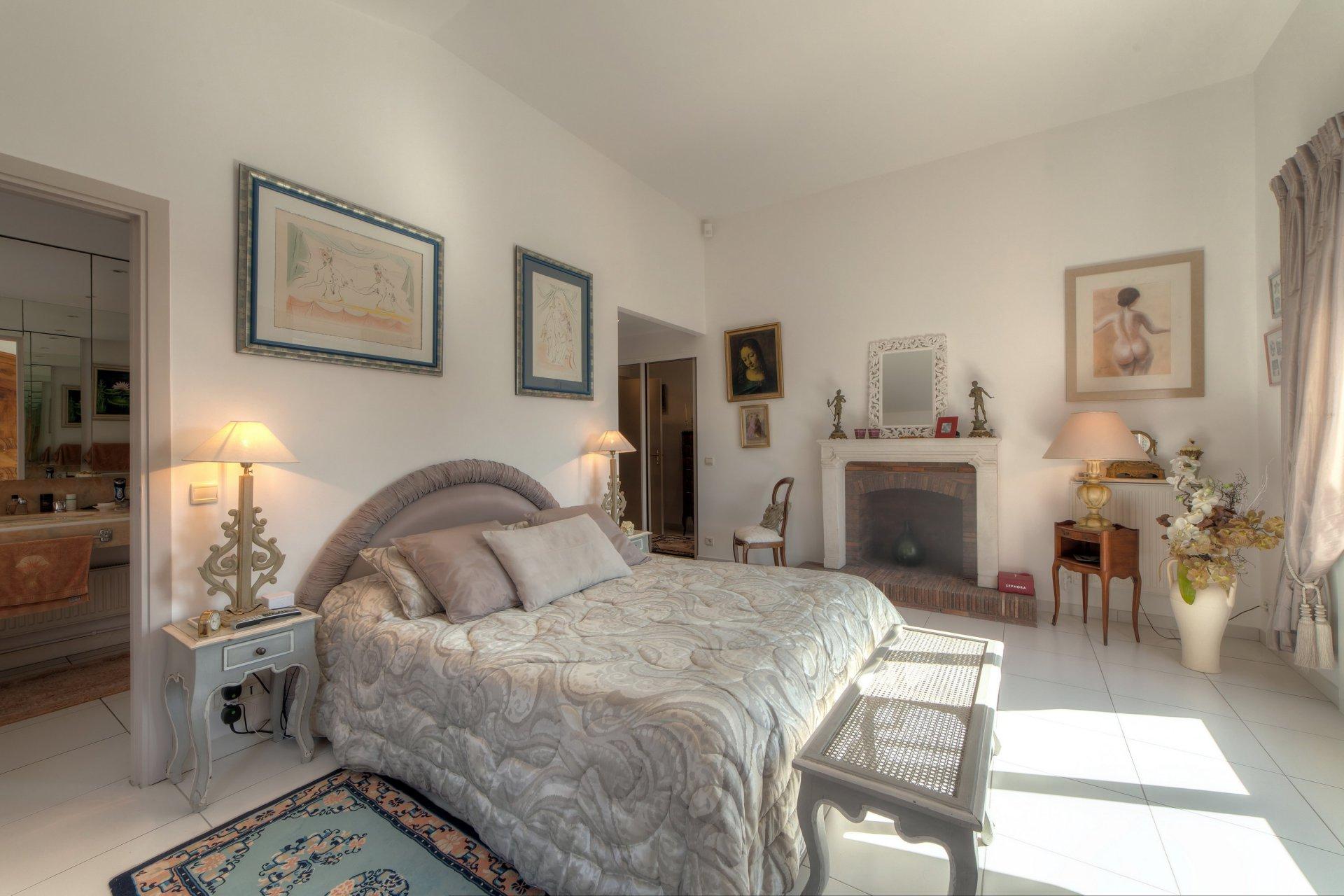 Superbe Villa 300m², Terrain 3300m², piscine, maison de gardien - Mougins St Basile