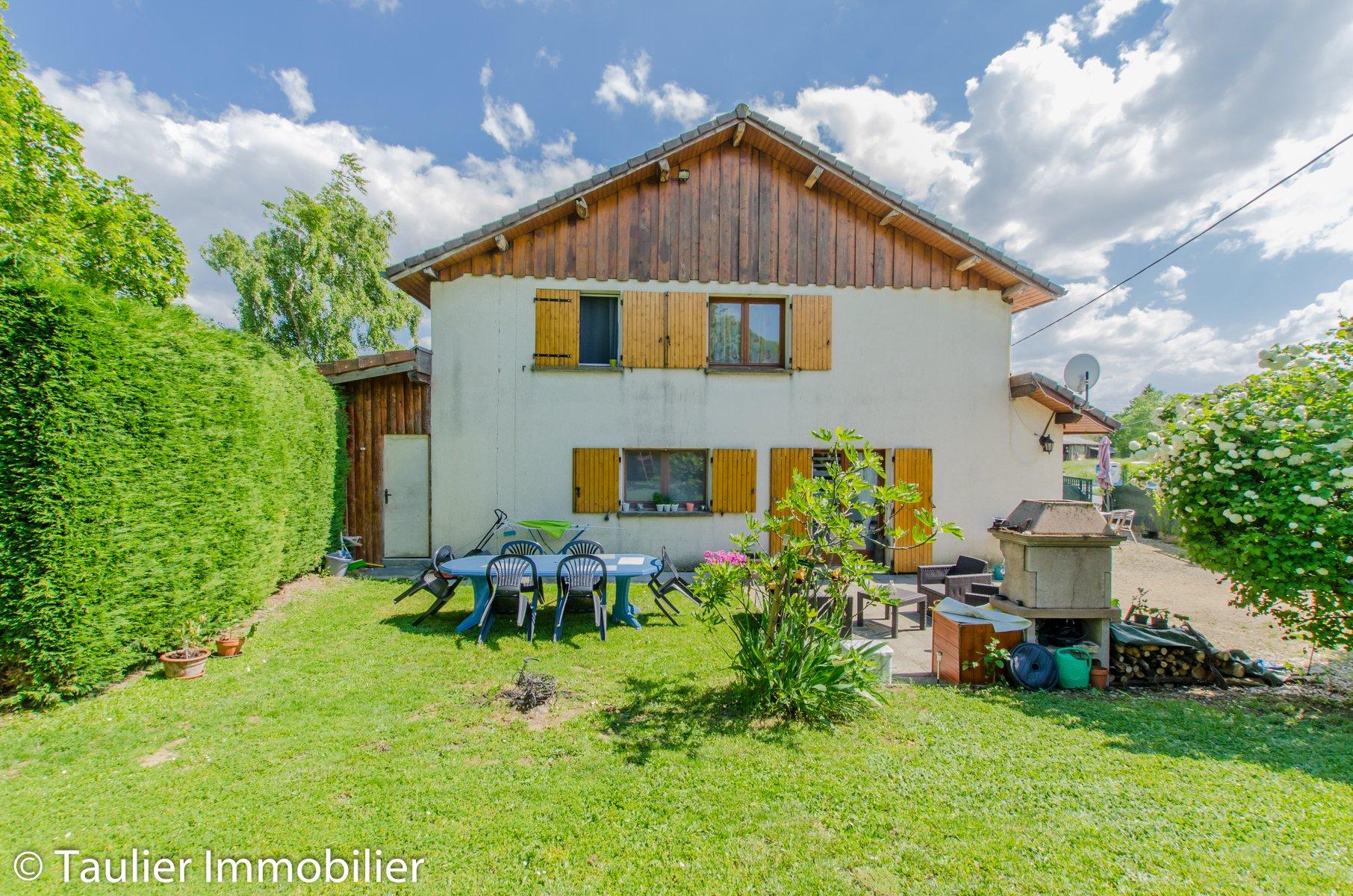 Investir et/ou habiter: maison avec 2 T4 av jardins et garages