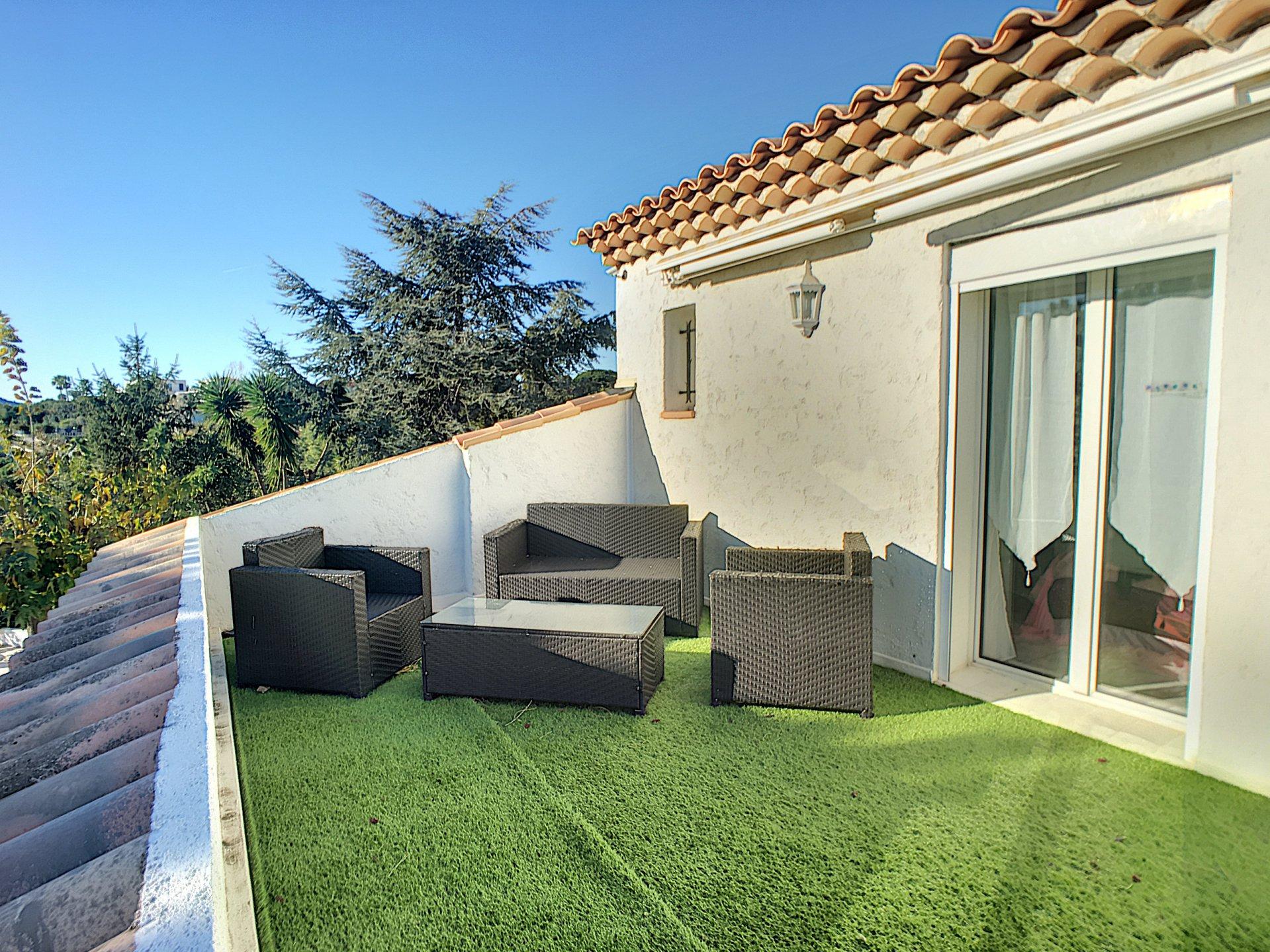 Villa 4P + appartement indépendant au calme avec piscine