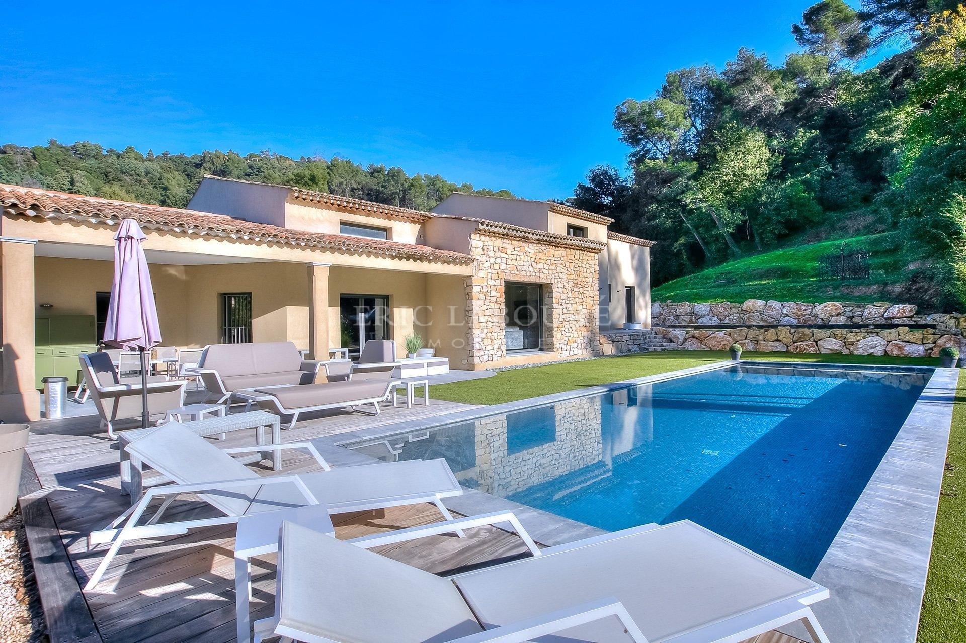 Sale 1 hectare property - stone house minutes close to Mougins