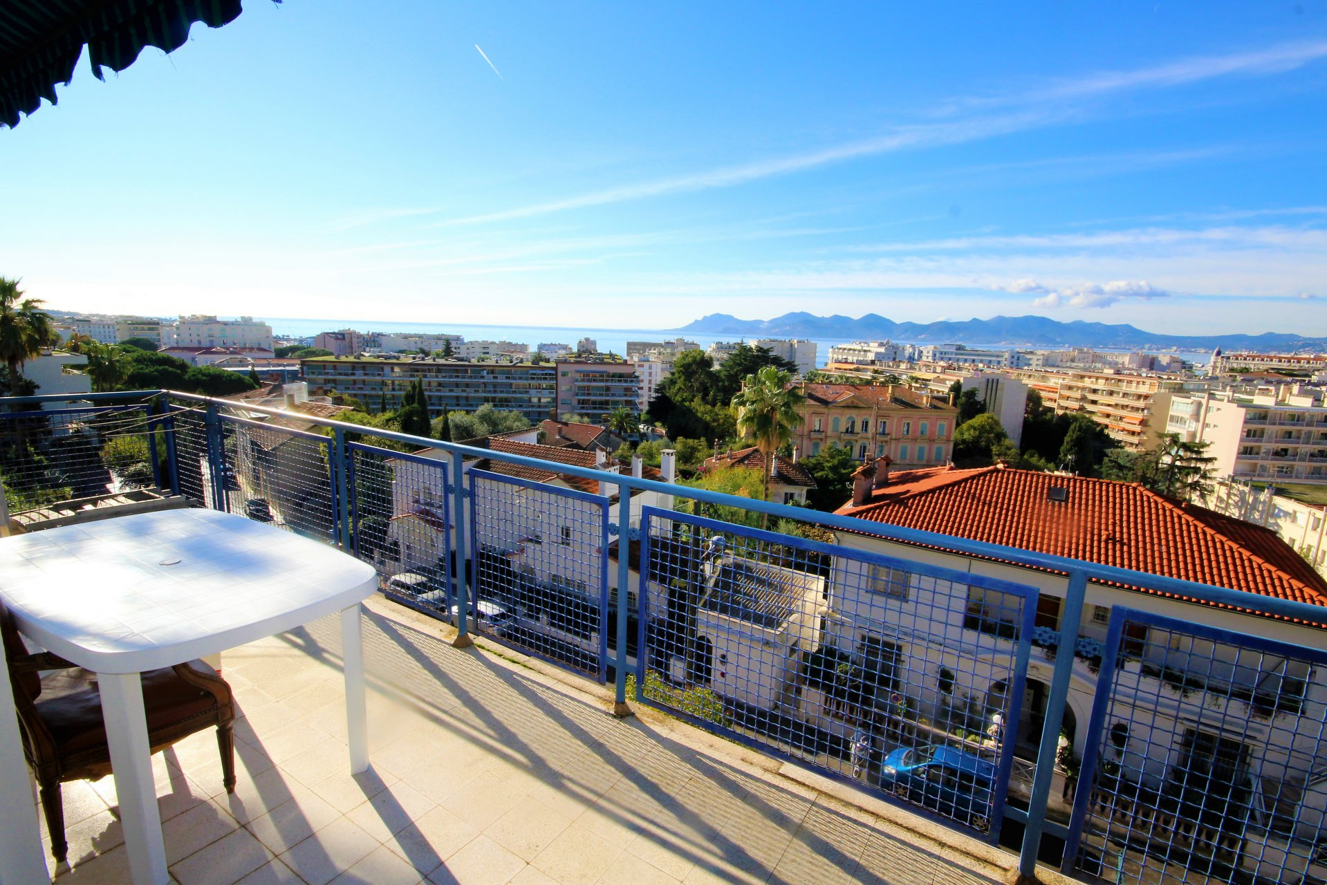 CANNES Sale Apartment last floor sea view in absolute calm