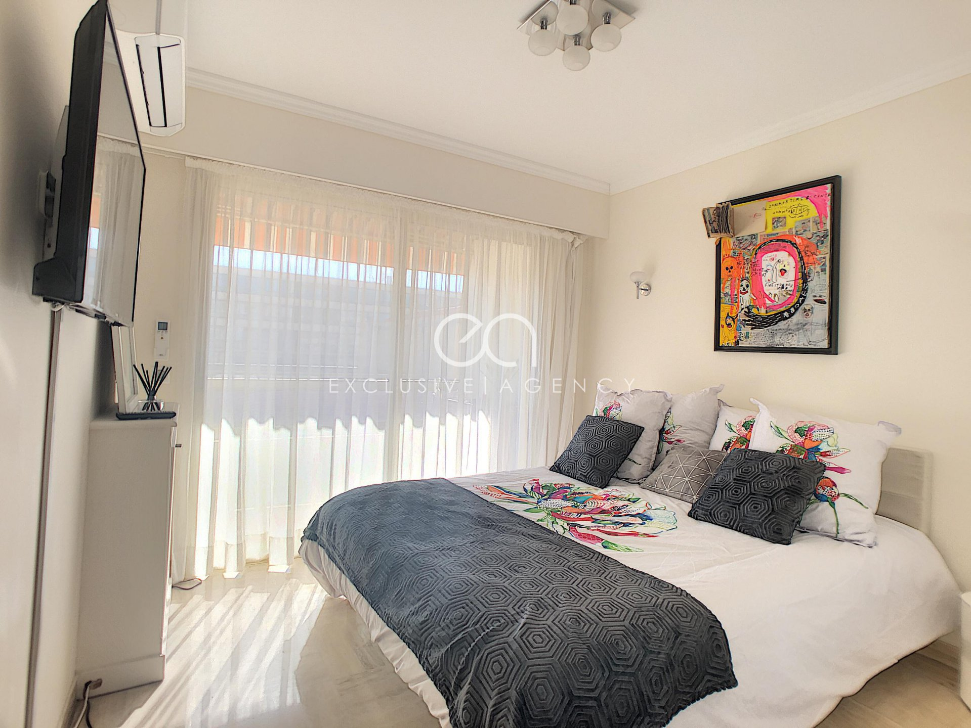 SEASONNAL RENTAL Cannes city center 1-bedroom apartment with terrace for 1 to 2 people