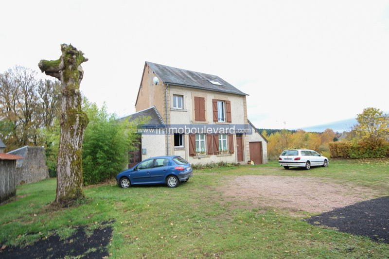 House, very suitable as an investment for rental. Near the lac des Settons