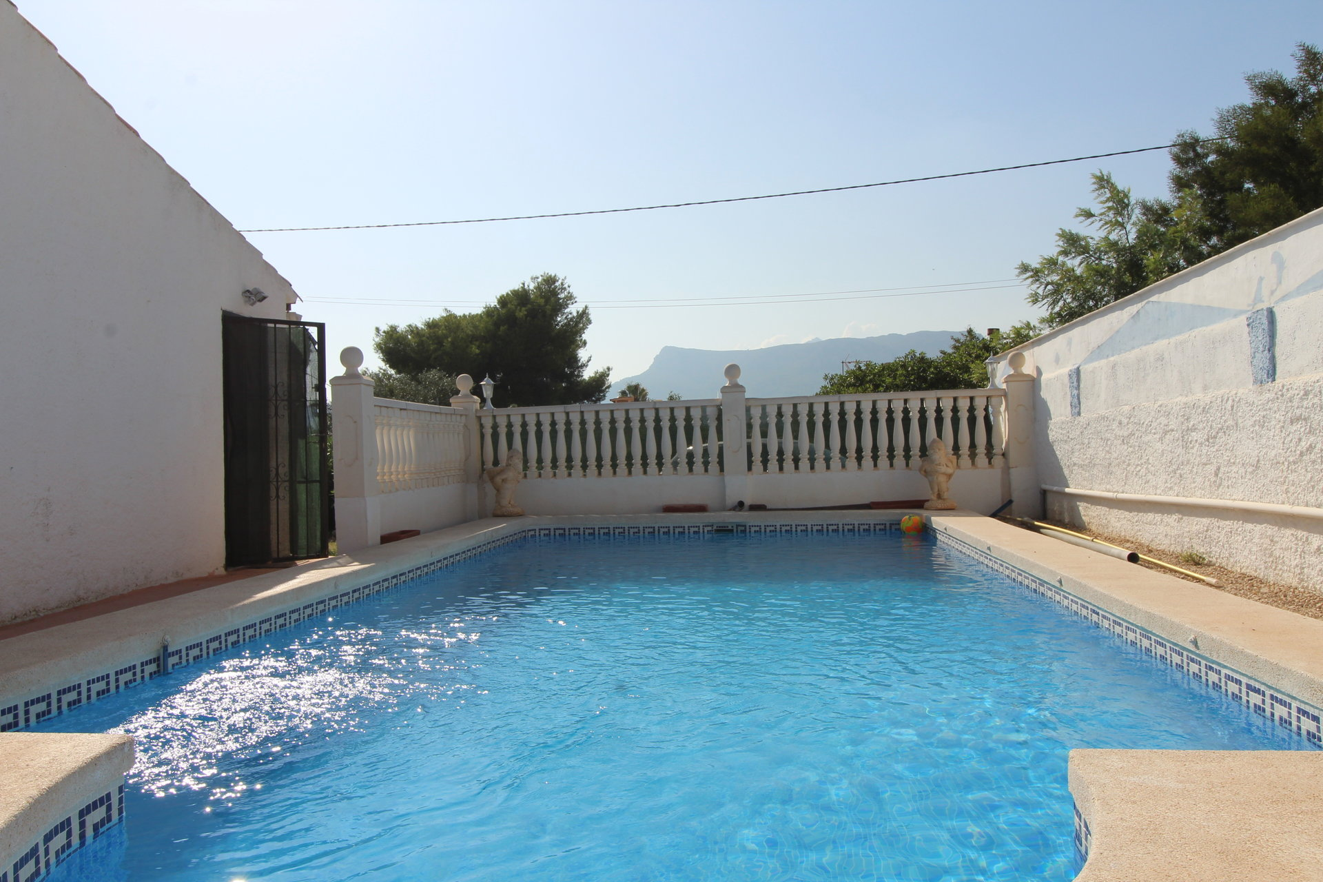 Single storey villa at a very short distance from the sea and beach
