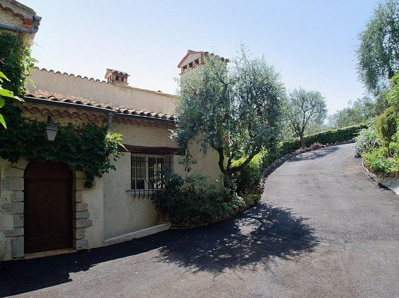 Large villa with sea view for sale in Mougins