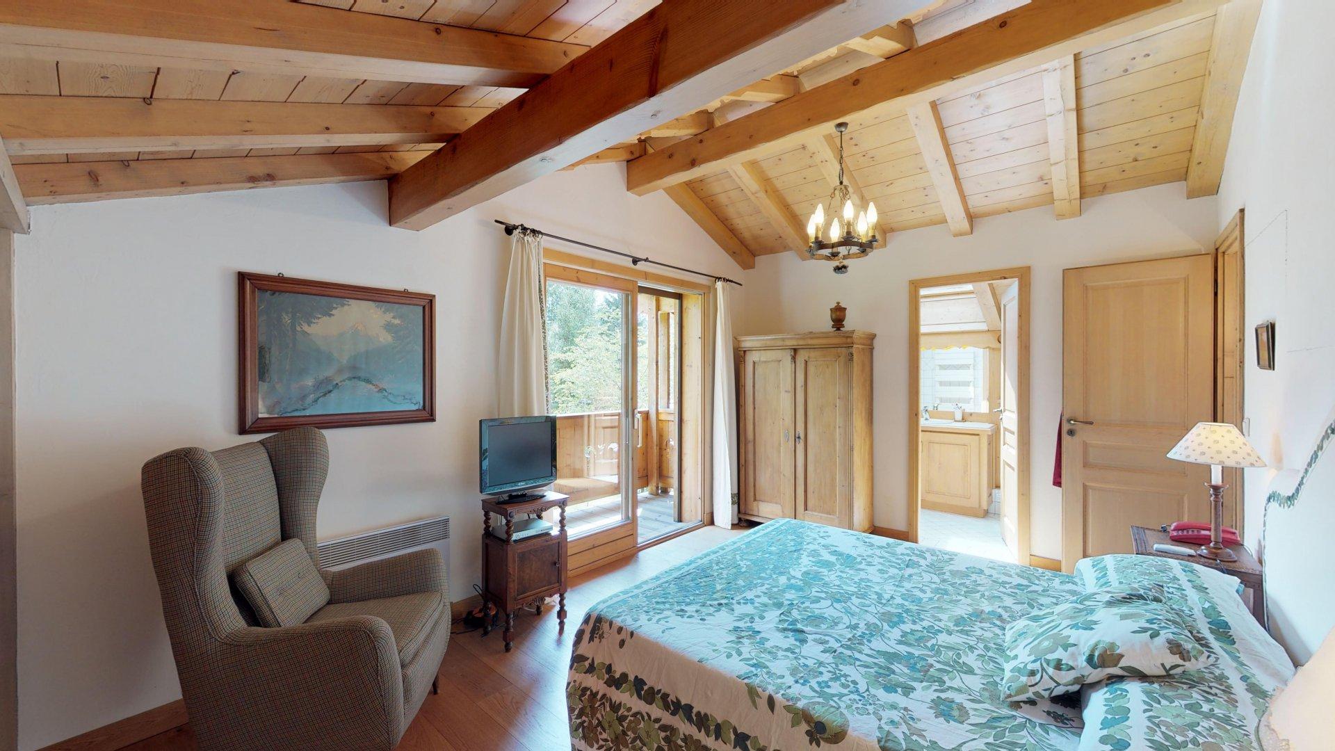 Bella e luminosa camera matrimoniale con bagno privato e balcone