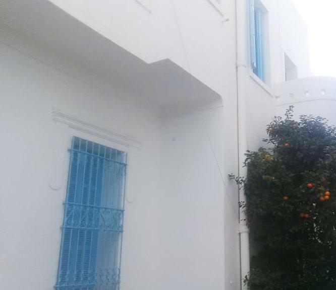 A vendre une Villa de 400 m² pour usage de bureaux ou commerce à la Marsa