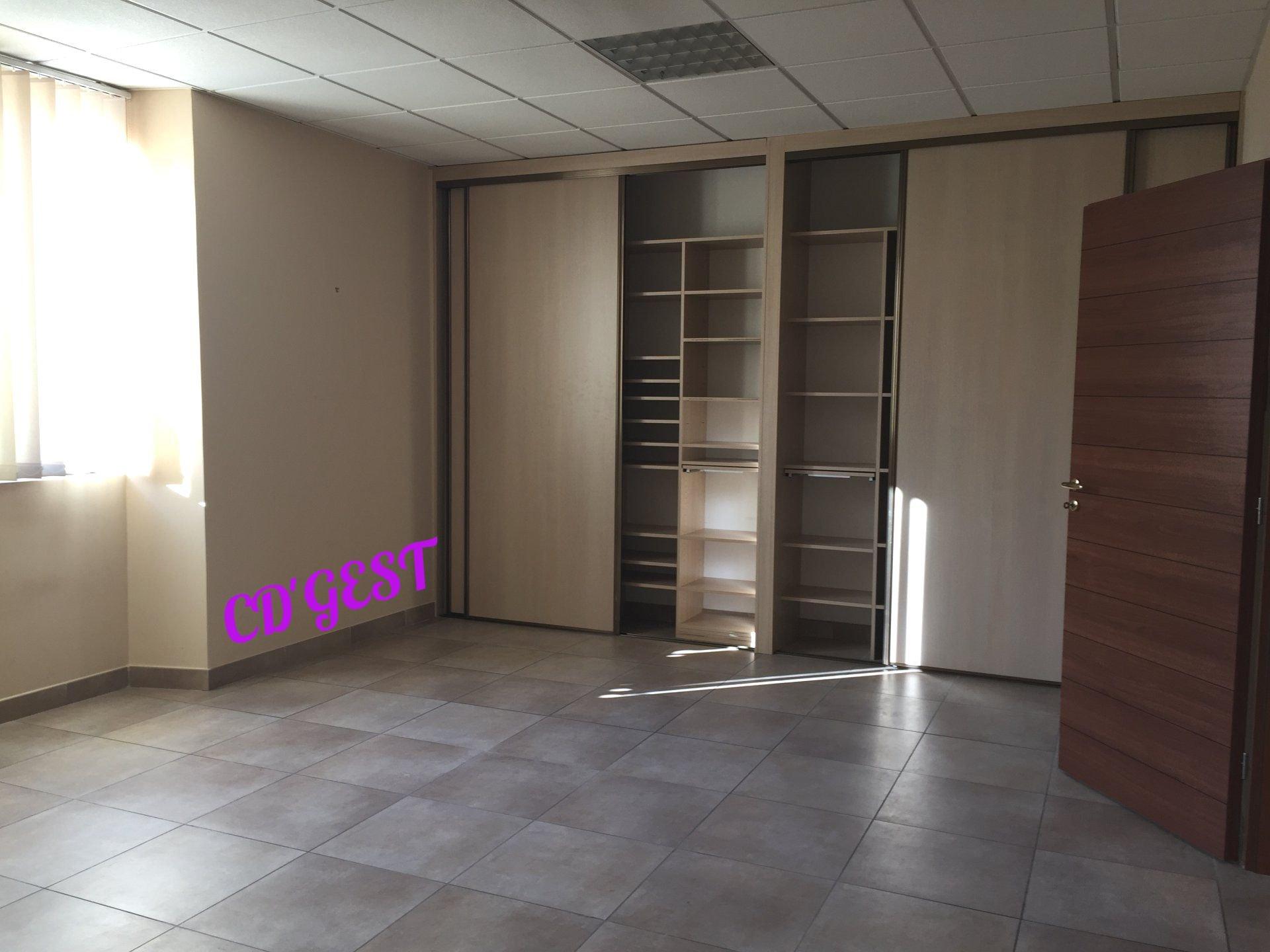 Bureaux à Montélimar : 85 m²