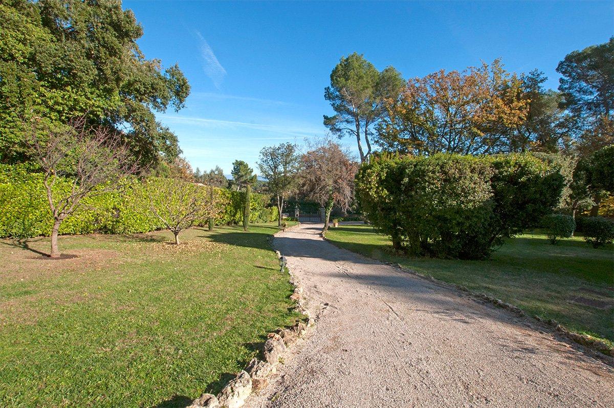 A beautiful 5 bed villa plus cottage - Valbonne for sale