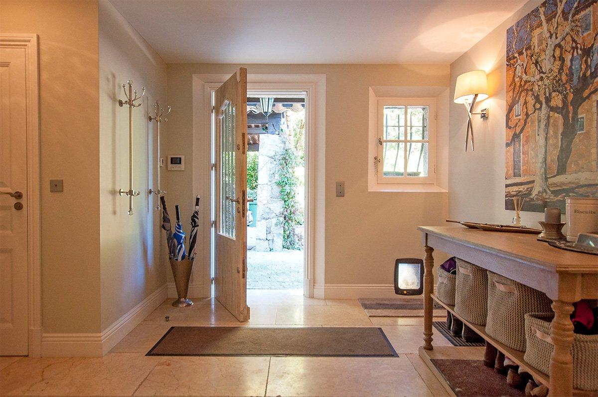 Une belle villa avec 5 chambres et une maison indépendante  - Valbonne à vendre