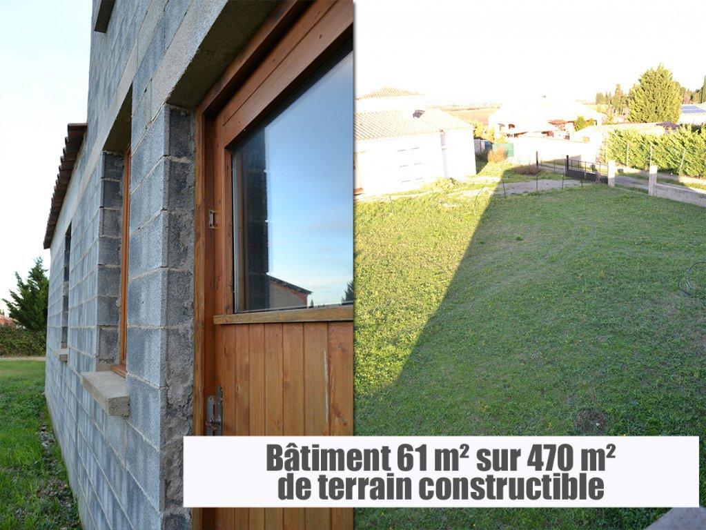 Bâtiment 60 m² sur parcelle constructible viabilisée.