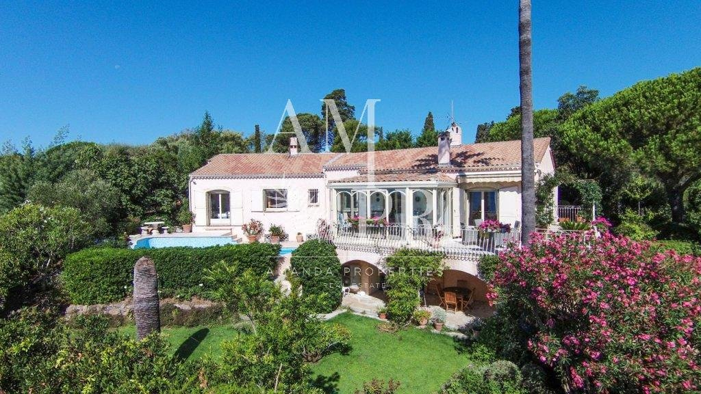 CANNES TOP OF THE HILL VILLA 4 BEDROOMS SEASONNAL RENTAL