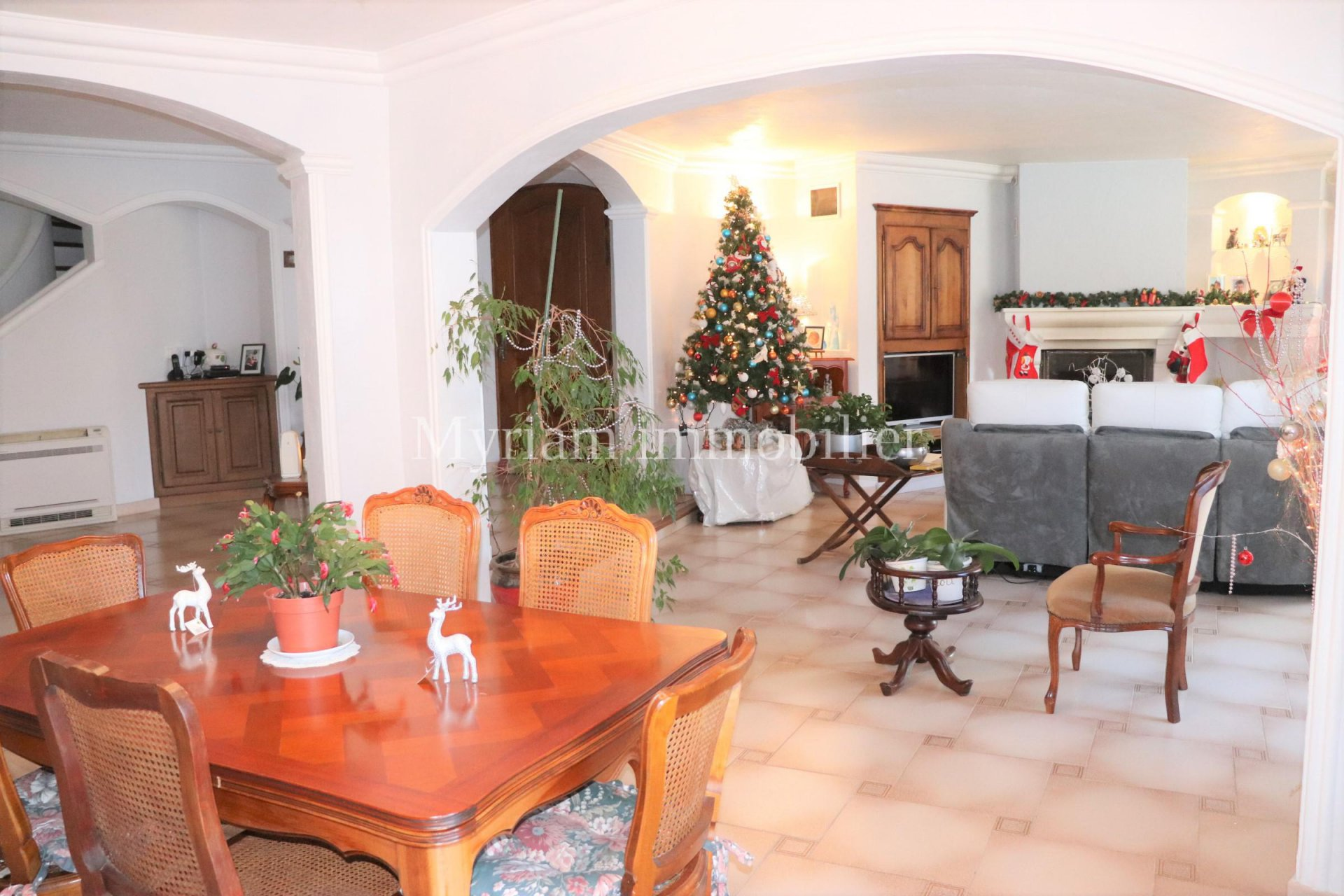 6 room villa with pool in St CEZAIRE