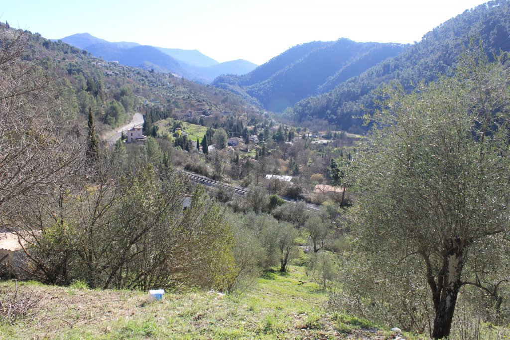 L'ESCARENE: Constructible , A 30 minutes de Nice, ...