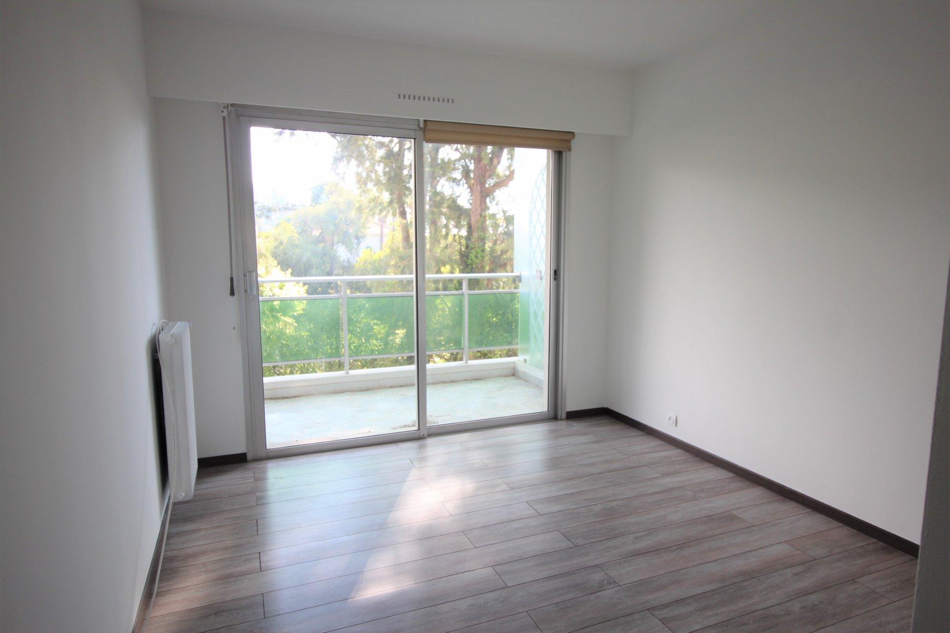 Cannes, Basse-Californie, 2 bedrooms apartment empty, terrace, 2 parkings, cellar