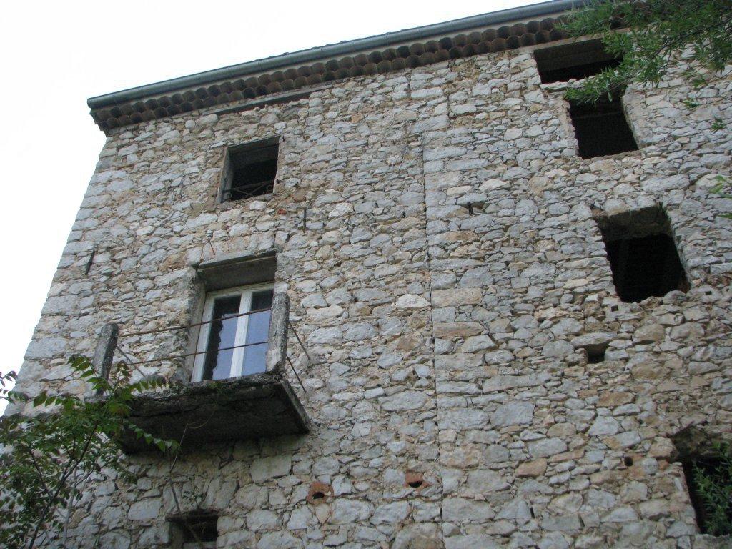 LEVENS : Grande maison de campagne sur 2 niveaux + ...