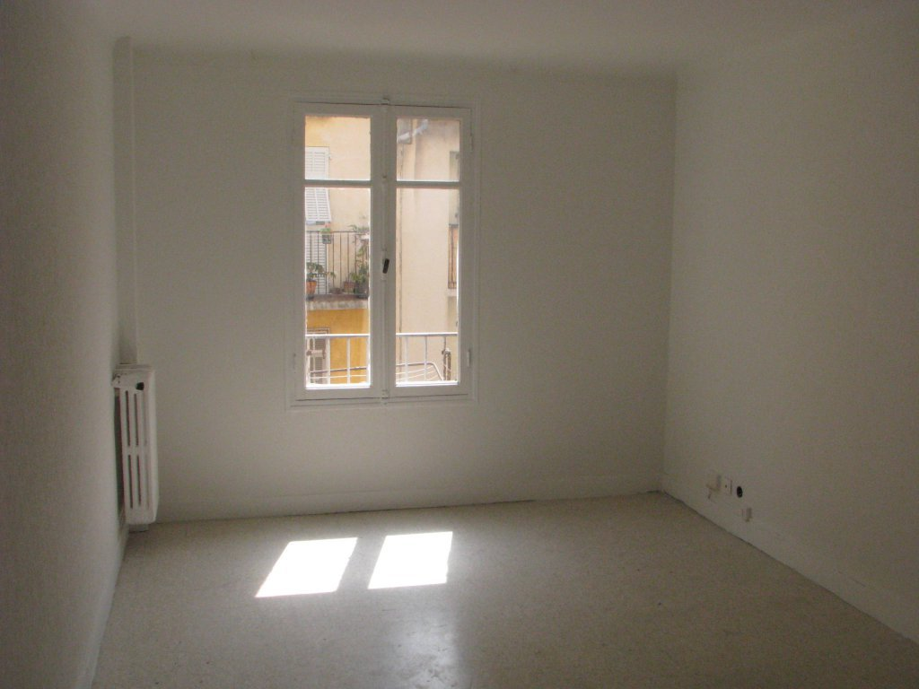 VIEUX NICE : Appartement de 4 pièces de 64 m² environ, ...