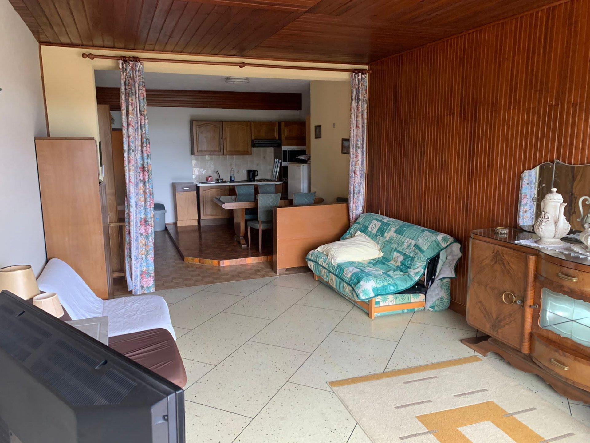 PEIRA-CAVA :  grand studio en bon ...