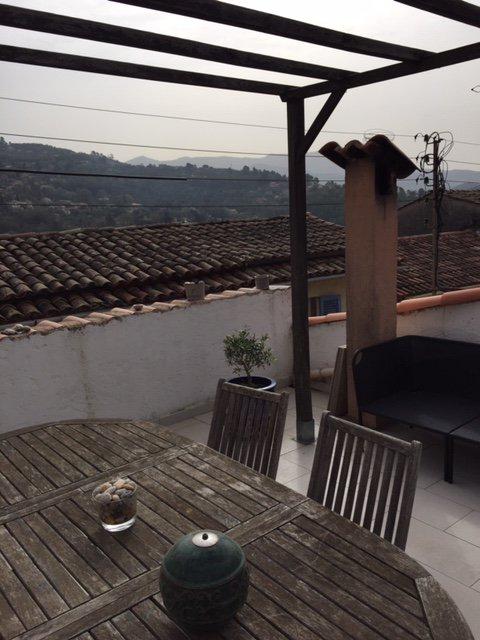 CONTES : 3 Pièces avec terrasse
