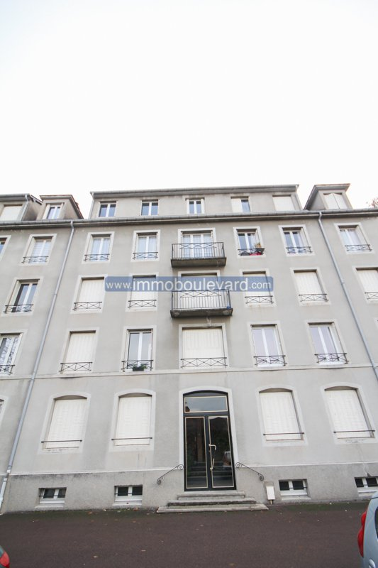 Apartment for sale in Autun, Burgundy on the top floor.