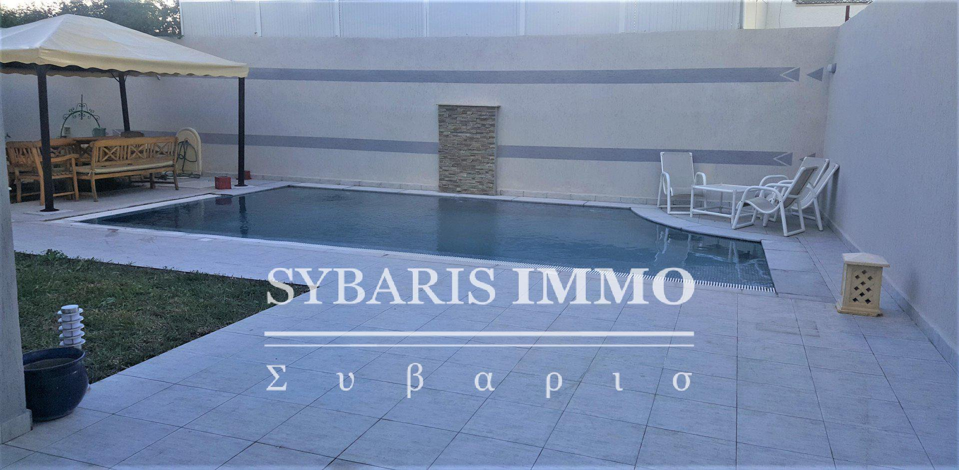 A vendre un S+3 avec piscine à la Marsa