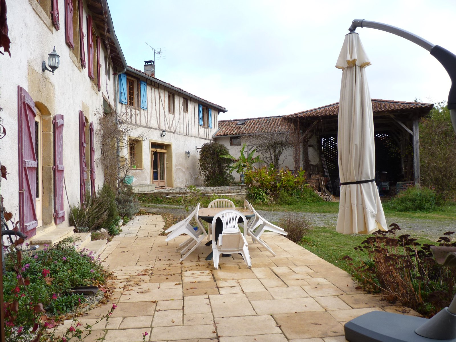 Beautiful renovated farmhouse in 2 houses, a bakery and outbuildings on more than 1 hectare