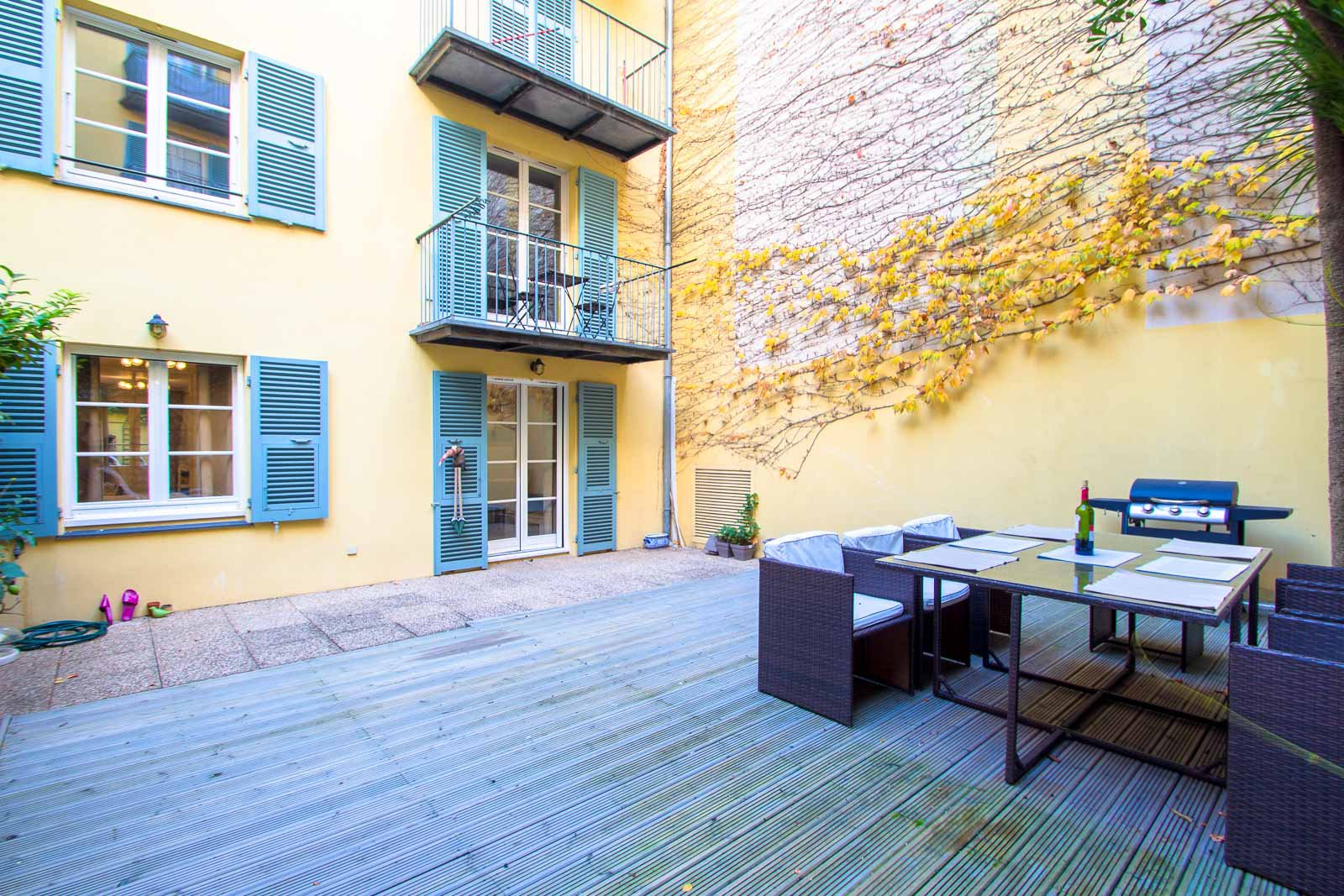 2 BEDROOMS APARTMENT: OLD CITY AND GARIBALDI