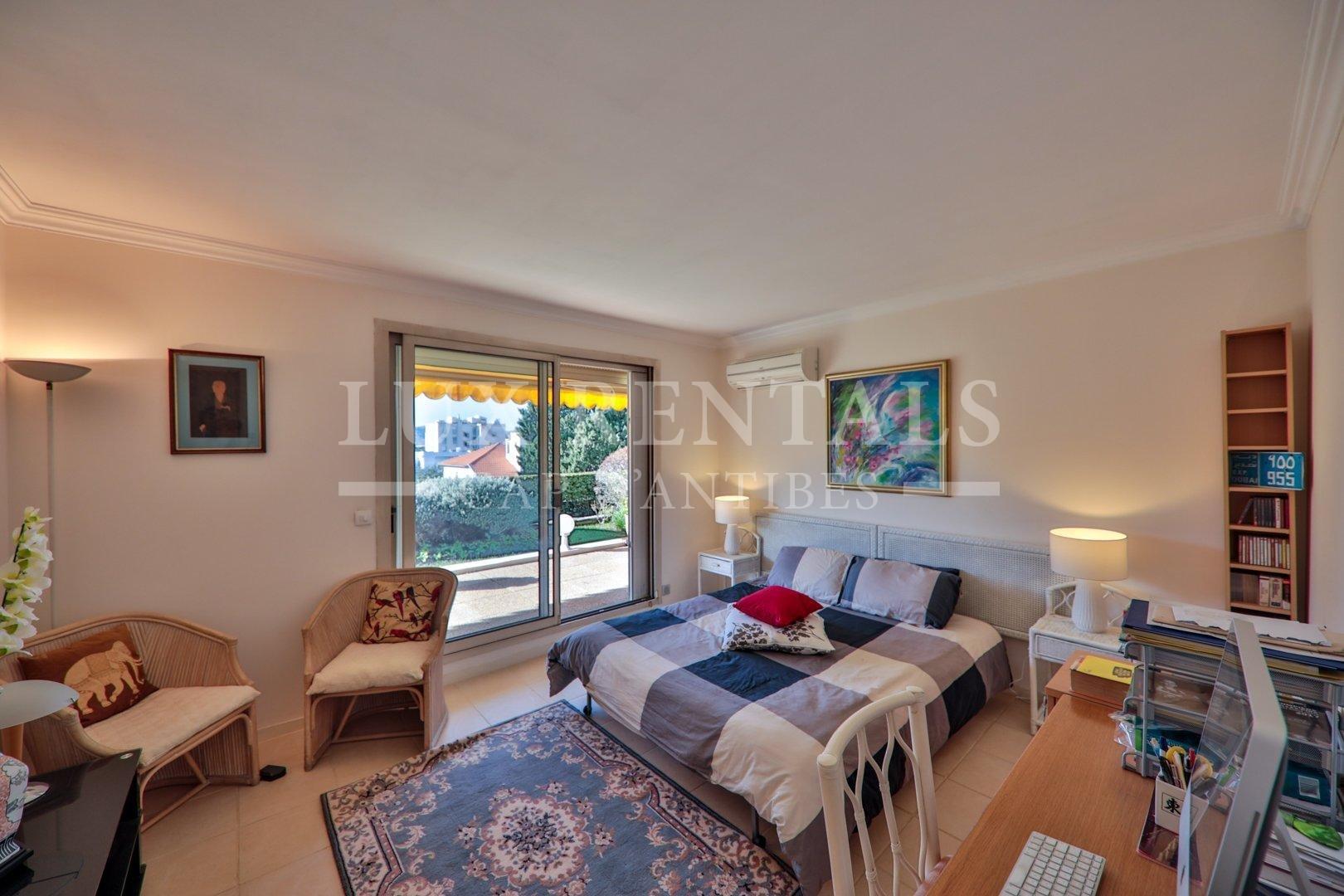 Sale Apartment - Juan-les-Pins Bord de Mer