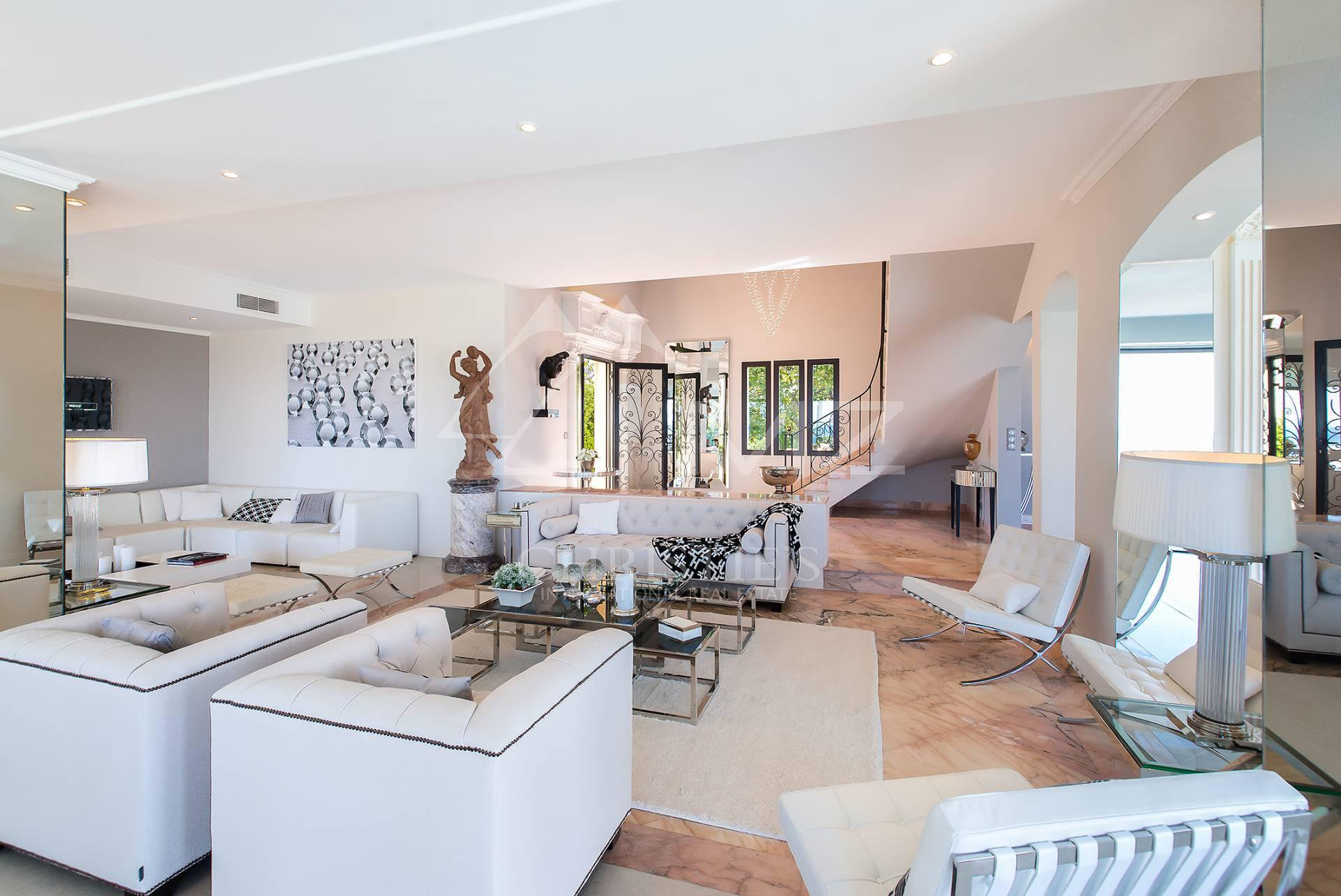 Additional photo for property listing at Super Cannes - Astonishing sea view  Vallauris, Alpes-Maritimes,06220 France