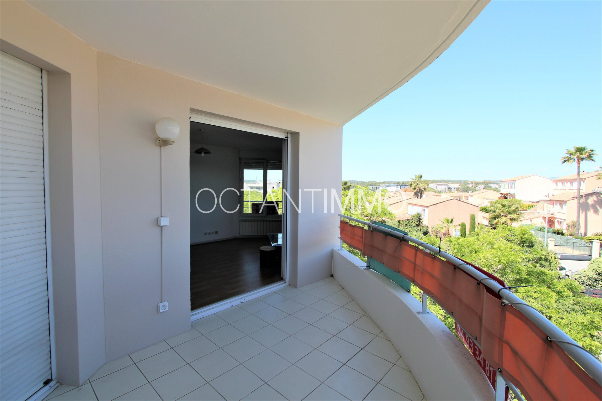 BIOT - Exclusive 2 rooms apartment on the top floor