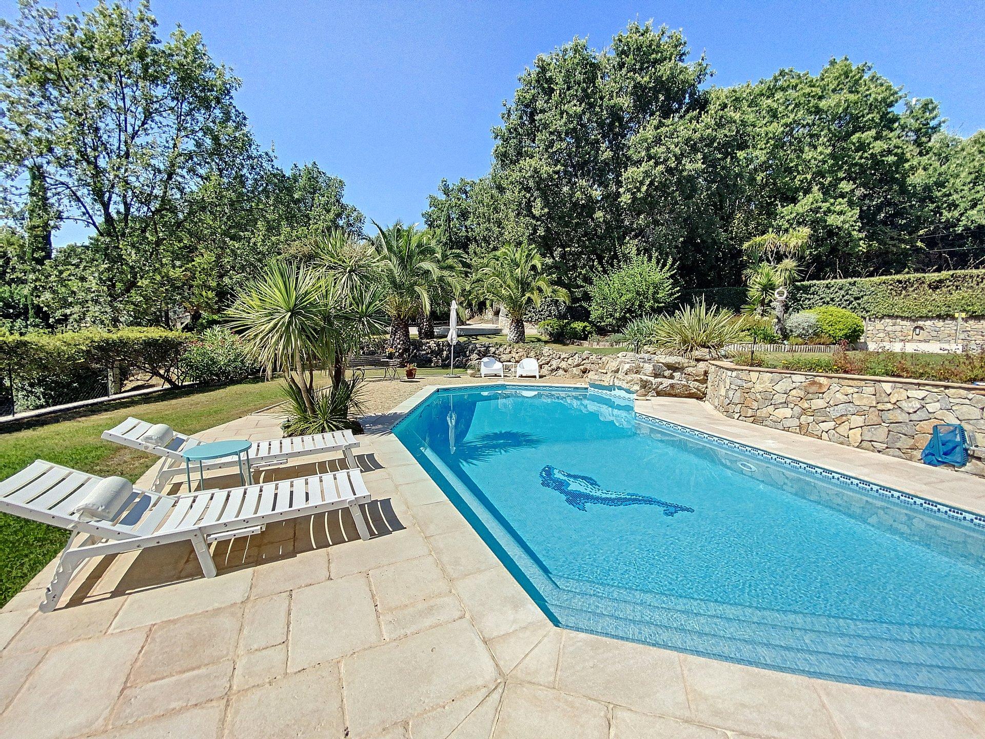 Villa de qualité au calme avec piscine et vue