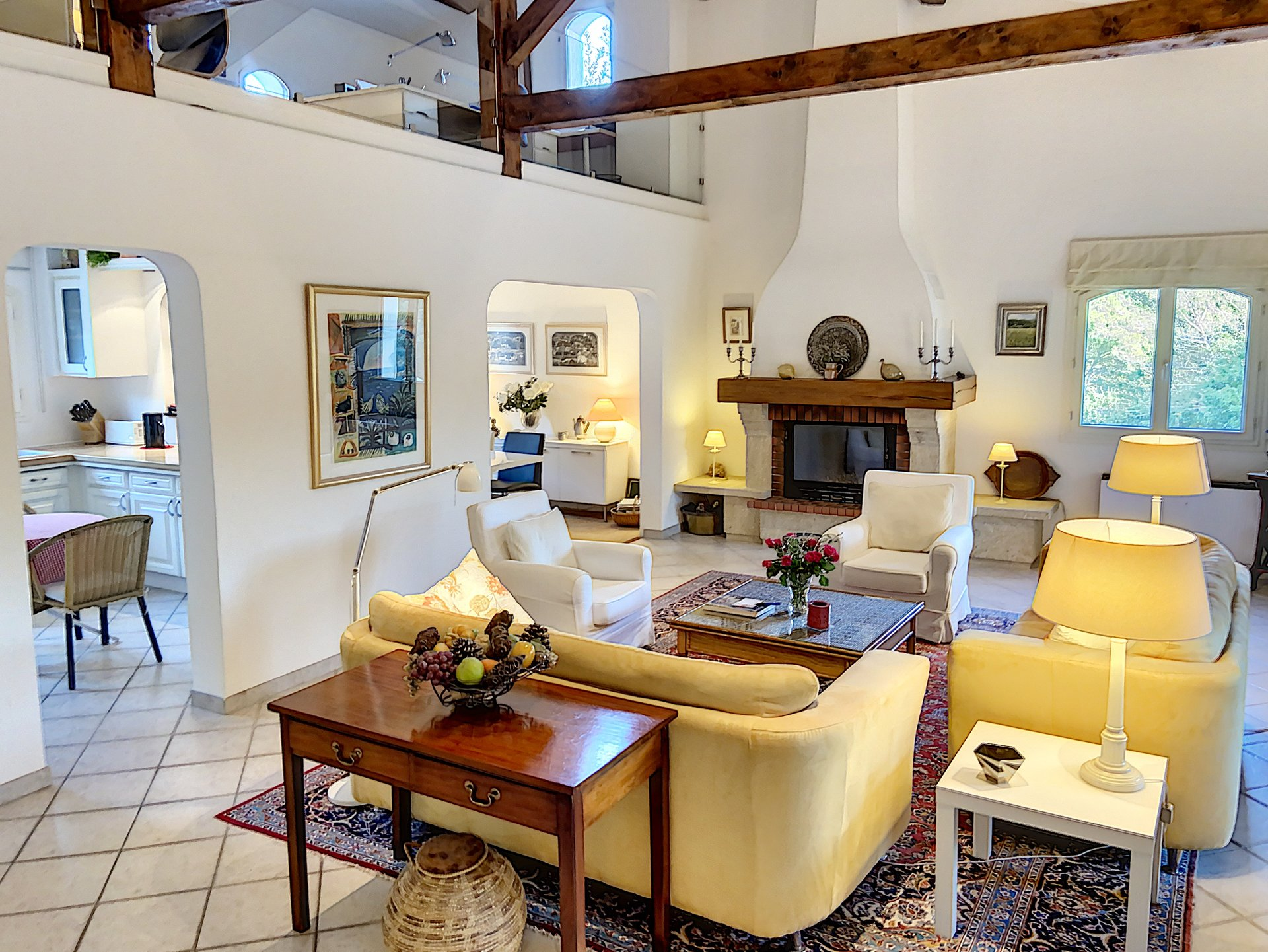 Ruime, rustig gelegen villa met zwembad en uitzicht
