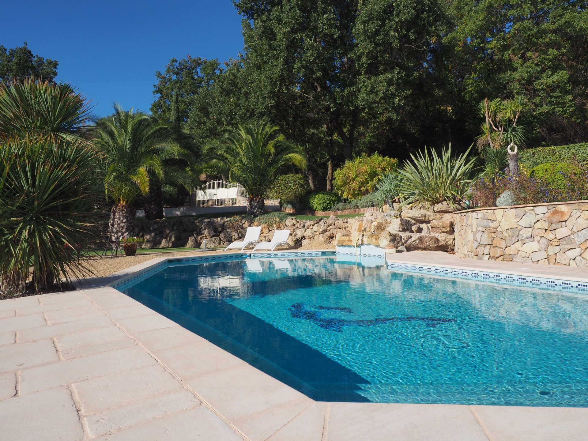 Quality villa with beautiful pool and view