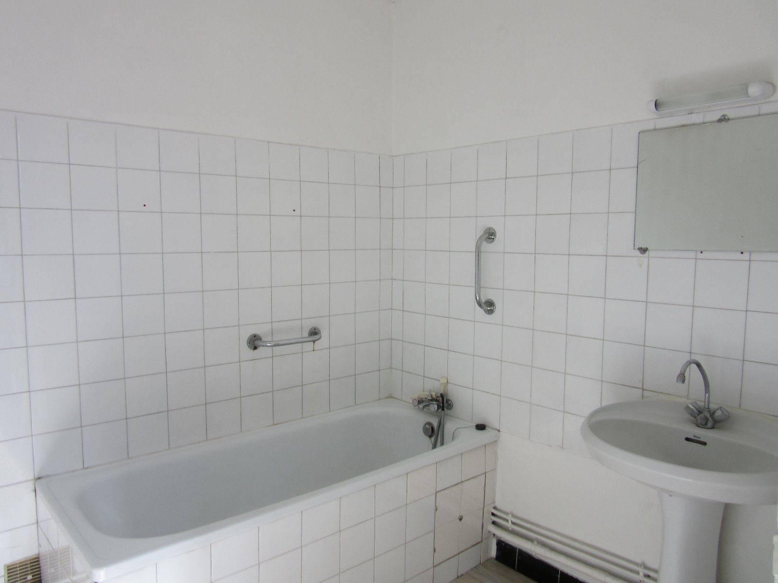 APPARTEMENT 60M² RENOVE, QUARTIER RECHERHE