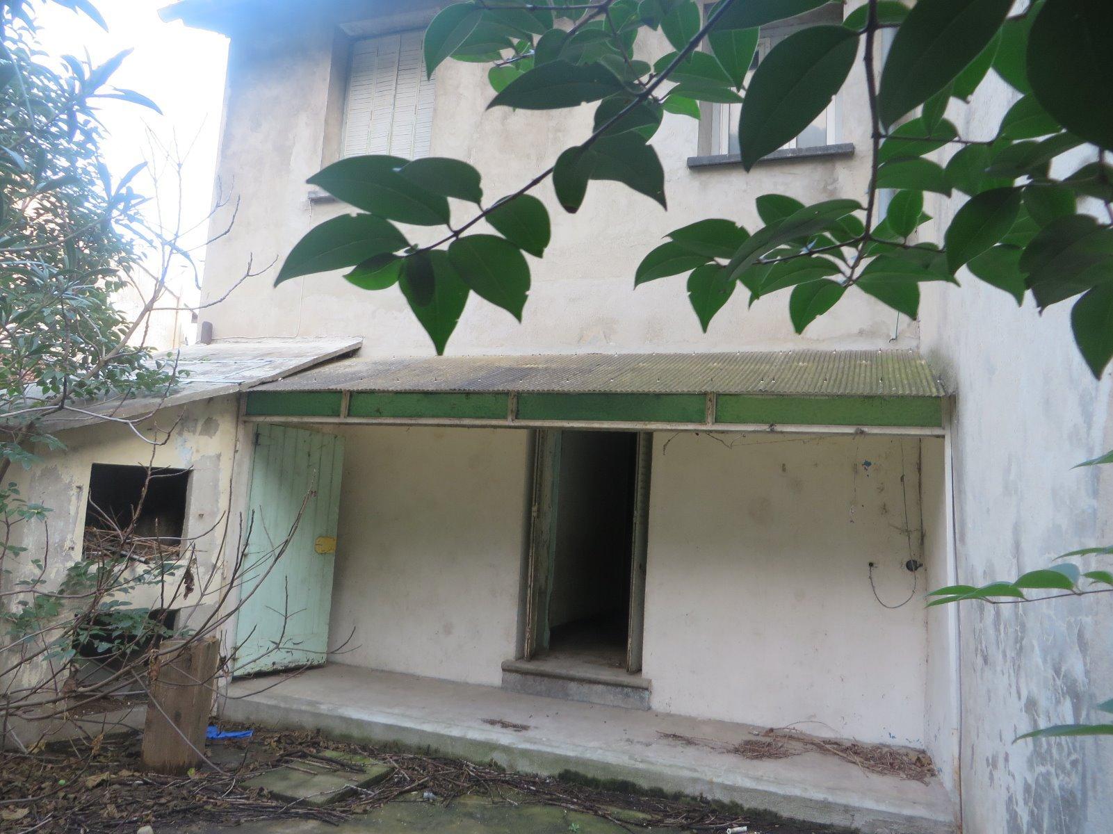 Maison en pierre avec cour et garage