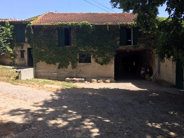 VENTE - Ferme en pierre avec dépendances et box à chevaux.