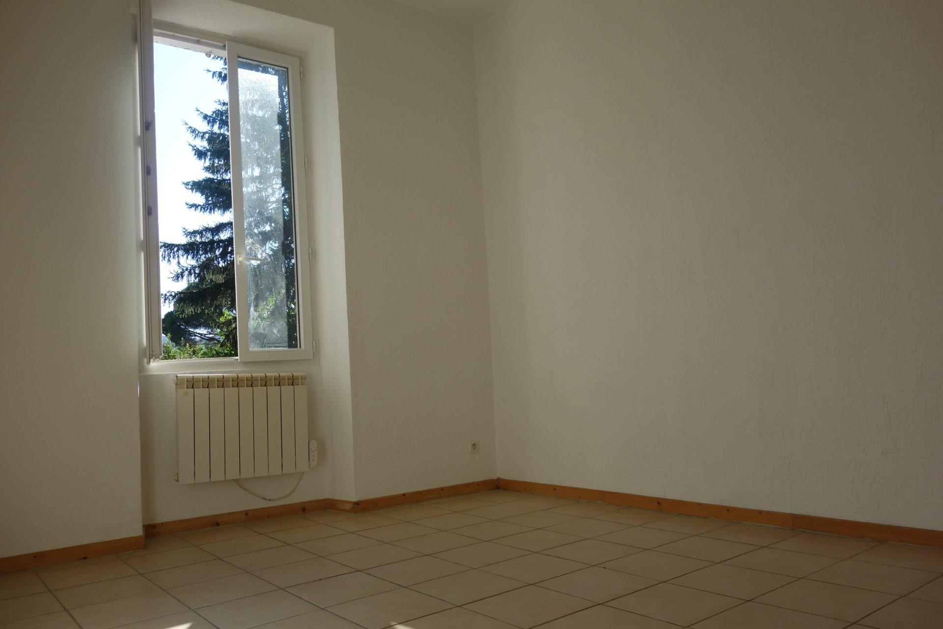 Appartement rénové F3/F4 AVEC JARDIN