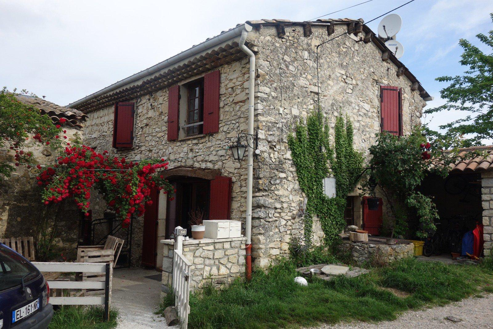 Charmante maison en pierre avec terrasse