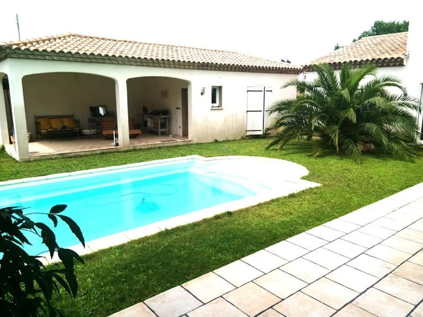 Villa with pool and a big garden close to Béziers