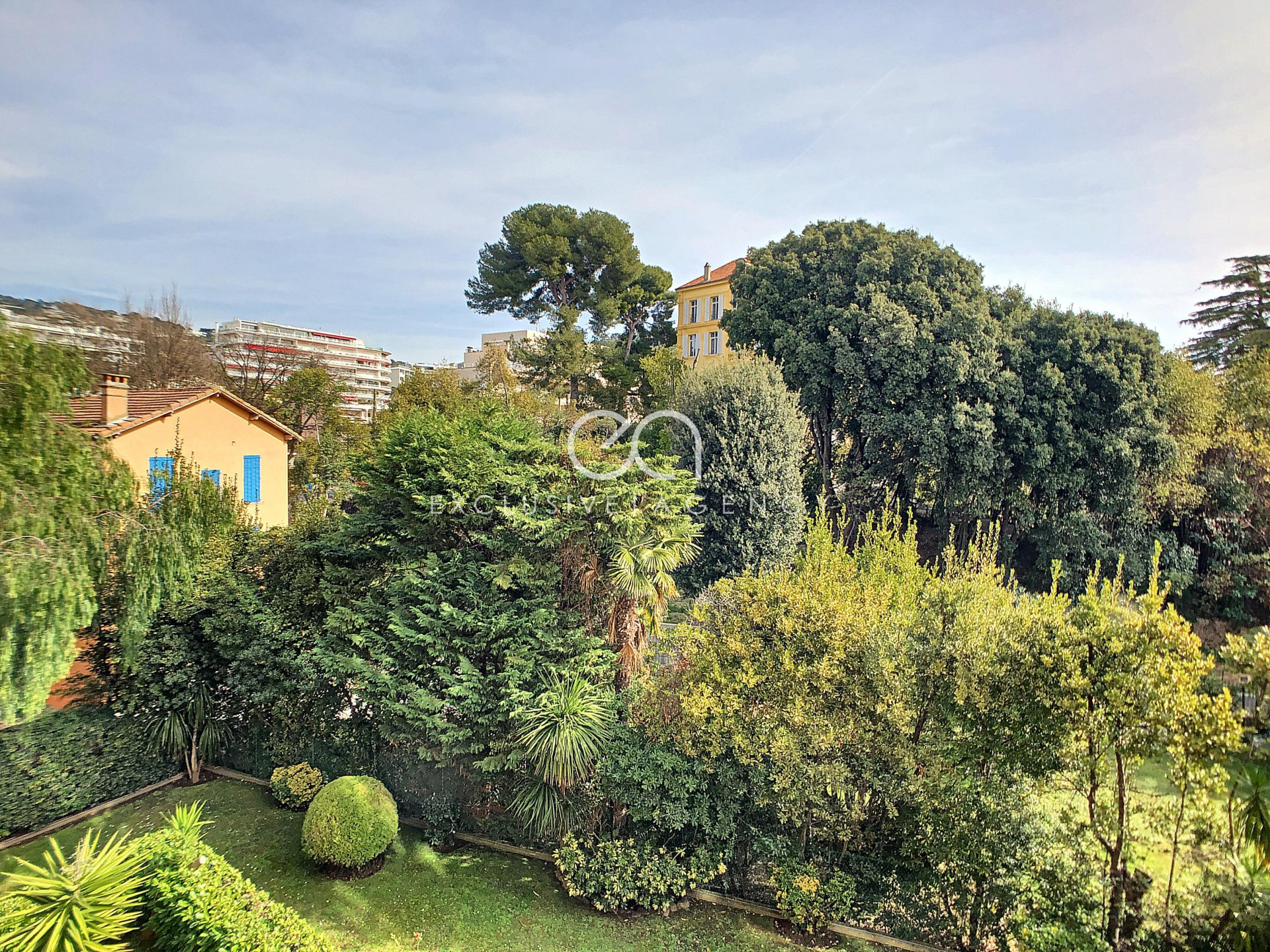 SEASONNAL RENTAL Cannes city center 50sqm 1-bedroom apartment with terrace for 1 to 2 persons.